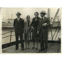 1931 Press Photo Lieutenant Murr Arnold and Dussault with their wives