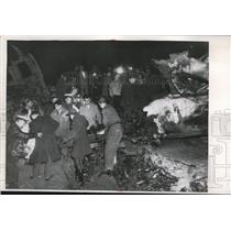 1956 Press Photo Charred remains of victim of TWA Plane Crash is carried away
