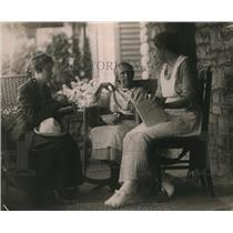 1919 Press Photo Mrs M J Robinson, Mrs Josephine McRitchio, Betty Brown
