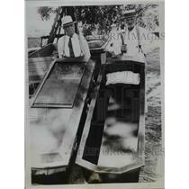 1935 Press Photo C.W. Rollison & Brother J.W. Rollison with Their Coffins