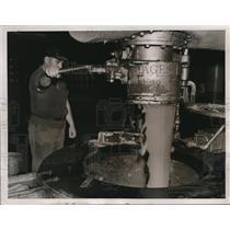 1937 Press Photo Sugar processed at a refinery