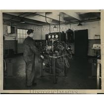 1931 Press Photo National Air Transpot lab for navigation instrument checks