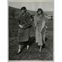 1933 Press Photo of Mrs. W.T.P. Hazard and Mrs. Geraldyn Redmond at a race.