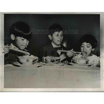 1937 Press Photo Harry Chinn feeding his younger foster sister, Eitha & David