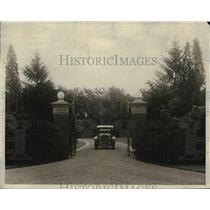 1924 Press Photo Driveway Leading Up to the Main Entrance of John Davis Home
