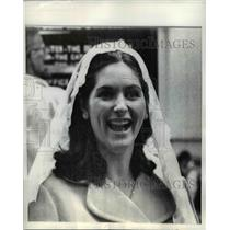 1968 Press Photo Mrs. Lynda Robb in White Mantilla at St. John's Cathedral