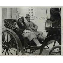 1933 Press Photo SocialitesMr andMrs Robert Clarkson at Castle Harbor in Bermuda