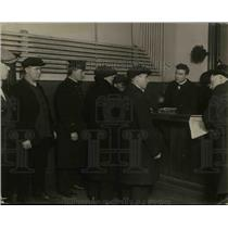 1920 Press Photo Police of Central Station Deportation Unit - nee26483
