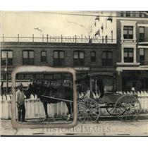 1925 Press Photo Horse Tests under awning of Houston, Texas
