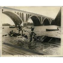 1927 Press Photo George Mayo Dundalk Club of Baltimore wins boat tilt contest