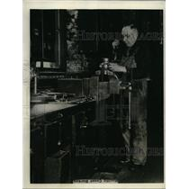 1927 Press Photo AH Morgan machinist S Pacific shops Sacramento Calif