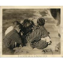 1919 Press Photo Japanese youngsters play a native game in streets