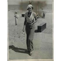1934 Press Photo of Miss Hazel Nichols on vacation in Palm Beach, FL.