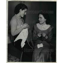 1937 Press Photo The Flint plan of Recreation on the knitting class - nee26626