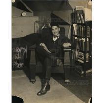 1922 Press Photo Antoine Freenedah Yule Jr in his room studying
