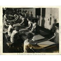 1931 Press Photo Workers Work 14% Faster with Music at Dry Zero Corp in Chicago