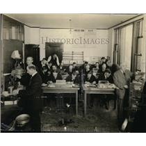 1920 Press Photo Grain grading school at Portkanbd Oregon in a lab