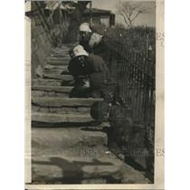 1924 Press Photo 4 Boys & Beggar Women in Steps of Temple in Japan