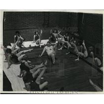 1929 Press Photo Two dozen Kansas City society women do sun tan exercises