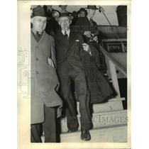 1937 Press Photo Hugo L Black exits the S.S. City of Norfolk, Virginia