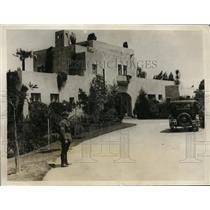 1928 Press Photo Officer on duty outside of home of President Herbert Hoover