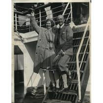 1929 Press Photo Captain Einar Lundborg of Royal Swedish Flying Service & Wife