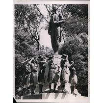 1935 Press Photo Boy Scouts at Golden gate park San Francisco statue of R Burns
