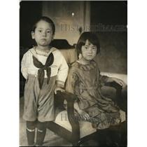1923 Press Photo Sukaharu age 5 & Masako age 6 kids at Japanese Embassy