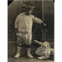 1922 Press Photo Children in rompers for play time