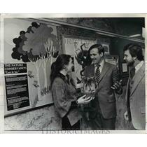 1977 Press Photo George Wills Accepts A Pot Of Crocuses Contributed By Children