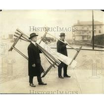 1925 Press Photo Men carry folding beds during Seattle general strike
