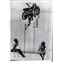 1968 Press Photo Stuntman Adrian Labal The Flying Devils Roslyn Hay, Ursula