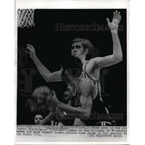 1970 Press Photo Cleveland Connie Dierking of Royals vs Lew Aleindor of Bucks