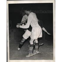 1941 Press Photo Jim Brady of All Stars John Wojciechowicz at soccer - nes29602