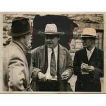 1935 Press Photo Kansas Prison Warden A.J. Graham Talks to Reporters