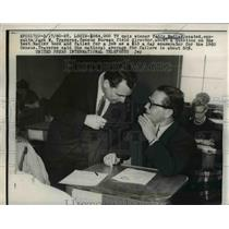 1960 Press Photo Teddy Nadler $64000 Question Quiz Show Winner & Jack Traverse
