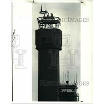 1987 Press Photo Iron workers atop new control tower hold onto steel