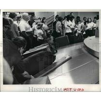 1973 Press Photo Passengers picking baggage at terminal of Hopkins airport