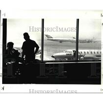 1987 Press Photo Cindy & Daniel Miller for People Airline at Hopkins Airport
