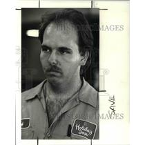 1989 Press Photo Holiday Inn Lakeside engineer Robert Walkos