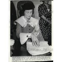 1937 Press Photo Senate Ladies held their regular sewing bee with Mrs. Lodge Jr.