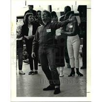 1990 Press Photo Wayne Turney Opera Rehearsal - cva46148