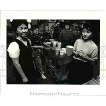 1991 Press Photo Rose Hoa Truong with children Huyen Trang Dia, Vinh Kim,