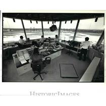 1988 Press Photo Control tower at Cleveland Hopkins Int'l Airpport