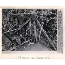 1962 Press Photo Searching for Vietnam Guerillas in a jungle creek in Darlac