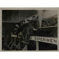 1923 Press Photo Model railway train & youngsters at exhibit - nex83176