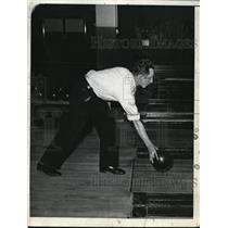 1935 Press Photo Man at Bowling Alley  - nee60222