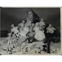 1933 Press Photo Northwestern Univ Marie Skoc & dolls for Chicago kids
