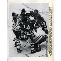 1965 Press Photo Chicago Toronto goalie John Bower vs Black Hawks Ken Hodge