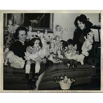 1936 Press Photo Eve Symington, Ella Miller, L Garbo, G Garcia & many dolls